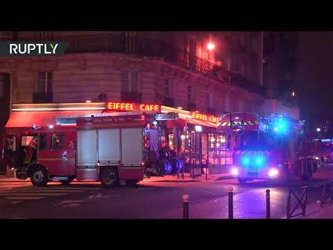 شاهداحتراق عدد من السيارات أمام مقر صحيفة في باريس
