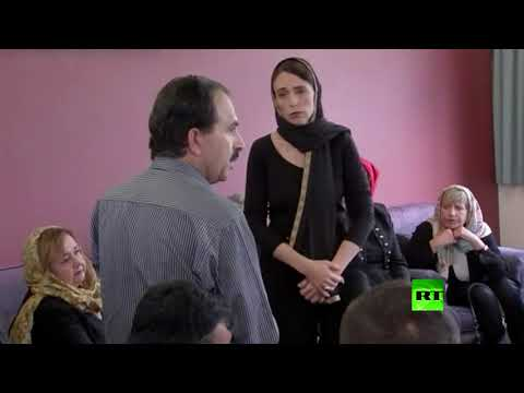 شاهد رئيسة وزراء نيوزيلاندا تتحجب احترامًا لضحايا مجزرة المسجدين