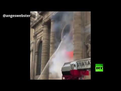 اندلاع حريق في كنيسة سان سولبيس الضخم في باريس