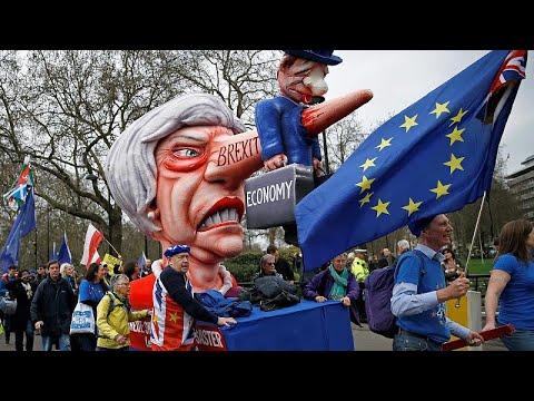 شاهد احتجاجات عارمة في شوارع لندن للمطالبة باستفتاء جديد