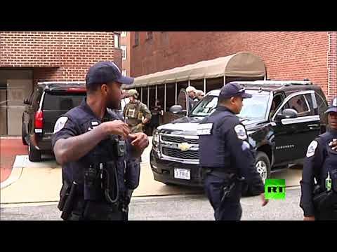 شاهد لحظة اقتحام الشرطة الأميركية لسفارة فنزويلا لدى واشنطن