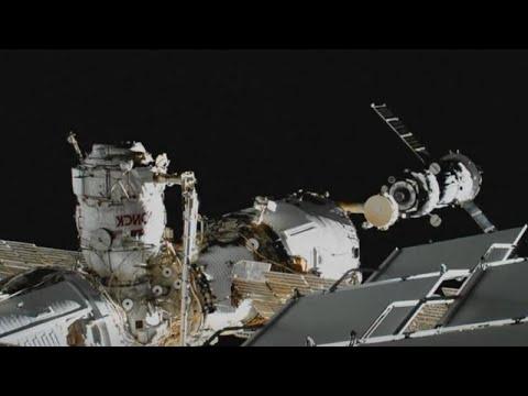 شاهد المركبة سويوز الناقلة للروبوت فيدور تصل إلى محطة الفضاء الدولية