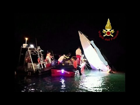 شاهد مقتل 3 أشخاص في حادث تحطم قارب بمدينة البندقية الإيطالية