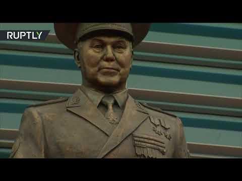 افتتاح تمثال لأول رئيس كازاخستان نور سلطان نزاباييف