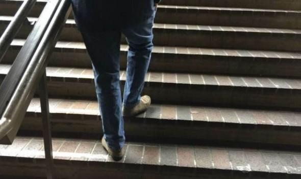 العرب اليوم - تفسير حلم صعود الدرج في المنام له عدة دلالات وتفسيرات