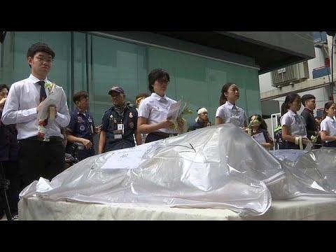 طلاب تايلاند يودّعون جثثًا استخدموها في دراساتهم التشريحية