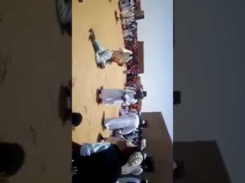 رد فعل صادم لرجل حاول آخر إجباره على الرقص