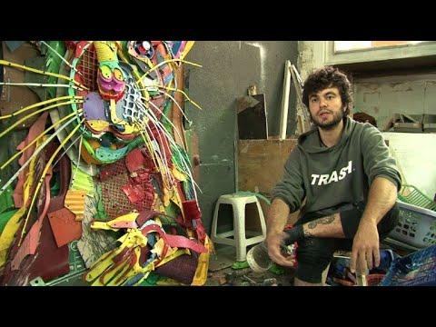 فنان برتغالي يُحوّل النفايات إلى أعمال فنية