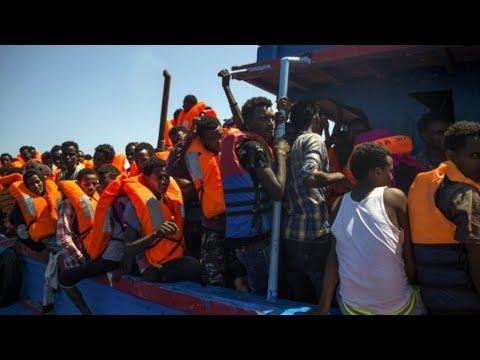 شاهدمقتل العشرات من المهاجرين غرقًا قبالة السواحل التونسية