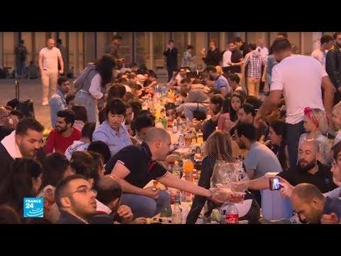 شاهدإفطار رمضاني في الهواء الطلق في قلب باريس