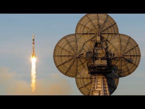 شاهد روسيا تطلق صاروخ سويوز في رحلة مأهولة إلى محطة الفضاء الدولية