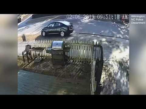 شاهد نجاة سيدة صدمتها سيارة في الشارع بطريقة غريبة