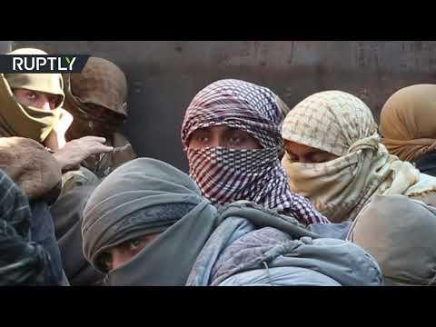 شاحنات تنقل عناصر داعش من آخر جيب لهم