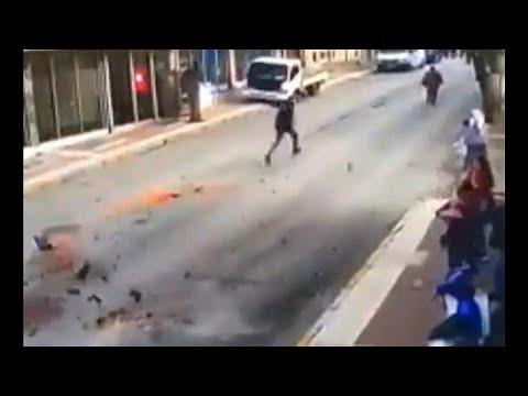 شاهد لحظة وقوع زلزال قوي غرب تركيا ونجاة أحد الأشخاص