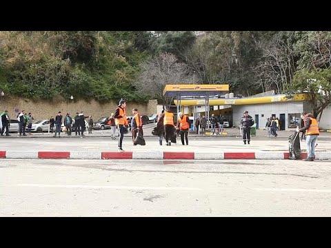 السترات البرتقالية مبادرة شباب تطوعوا لخدمة الحراك في الجزائر