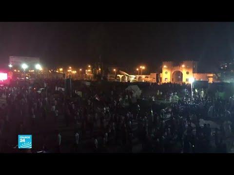 آلاف المتظاهرين في الخرطوم يطالبون بتسليم السلطة إلى حكومة مدنية
