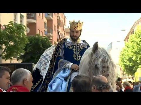 شاهد ملوك وأحصنة مزركشة في مهرجان خيول الخمر بإسبانيا