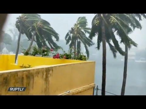 شاهد الإعصار فاني يضرب شرق الهند والسلطت تجلي السكان