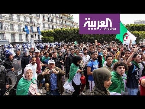 شاهد اقتحام مكتب رئيس البرلمان في الجزائر