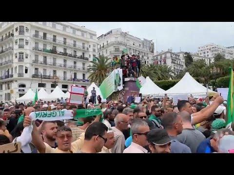 شاهد تكثيف أمني غير مسبوق في مظاهرات الجمعة الـ 14 بالجزائر