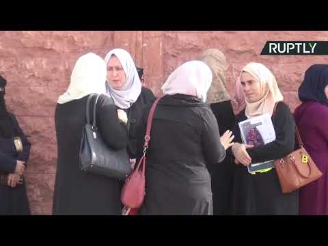 شاهد آلاف الطلاب من إدلب يؤدون الامتحانات في حماة السورية