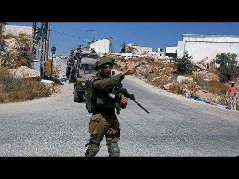 شاهد جيش الاحتلال الإسرائيلي يُنفذ عمليات مداهمة في الضفة الغربية