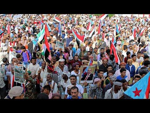 شاهد عشرات الآلاف ينظمون مسيرة في عدن لدعم الانفصاليين الجنوبيين