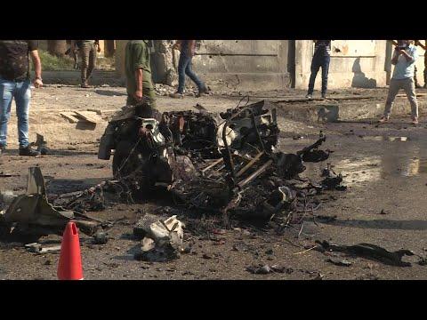 شاهد مقتل شرطي بانفجار سيارة مفخخة في مدينة القامشلي السورية
