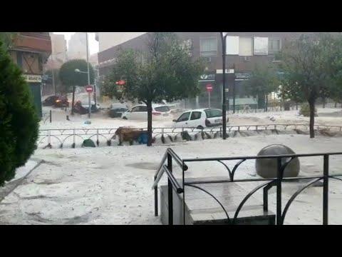 شاهد الفيضانات والبرد يكتسحان بلدية في العاصمة الإسبانية مدريد