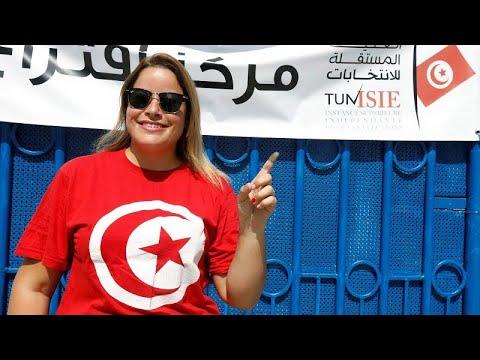 شاهد إغلاق مراكز الاقتراع في انتخابات الرئاسة التونسية