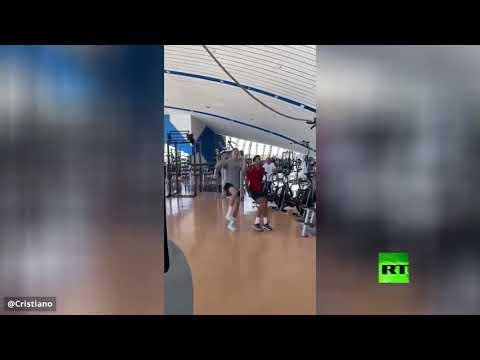 شاهد رونالدو يتحدى دجوكوفيتش في قفزته الشهيرة