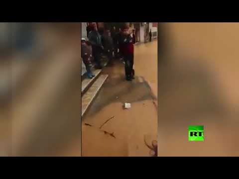شاهد سيول جارفة تغرق شوارع وأراضي في ريف دمشق