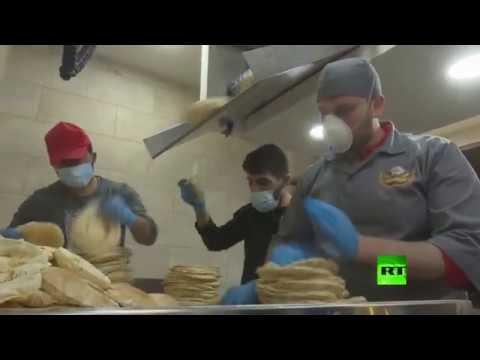 شاهد السلطات الأردنية تبدأ توزيع الخبز على السكان