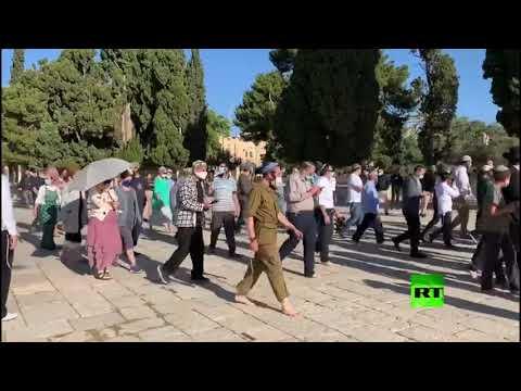 عشرات المستوطنين يقتحمون المسجد الأقصى بحماية الشرطة الإسرائيلية