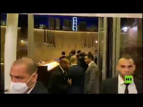 اقتحام متظاهرين لبنانيين لمطعم في بيروت
