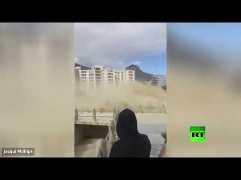 شاهد رغوة البحر تجتاح مدينة كيب تاون