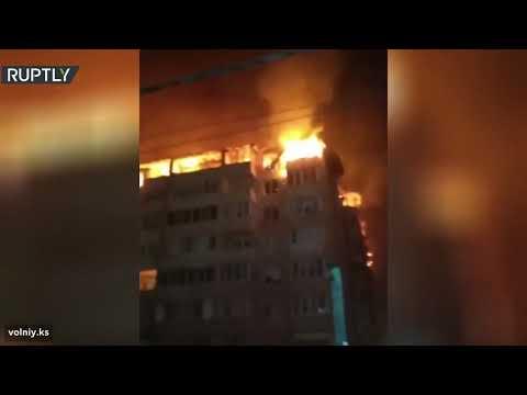 شاهد حريق هائل يُدمر 54 شقة بمبنى سكني في كراسنودار الروسية