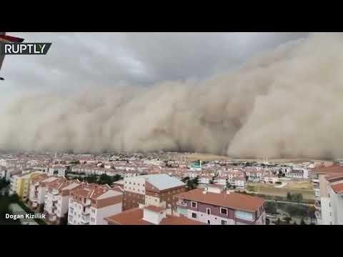 شاهد عاصفة رملية قوية تضرب بعض المناطق في أنقرة التركية