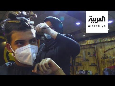 شاهد عراقية تمتهن قصّ شعر الرجال