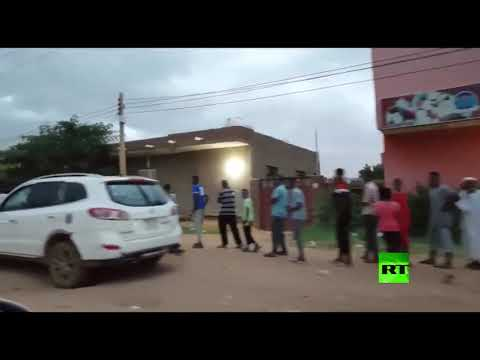 شاهد أطول طابور أمام أحد أفران الخبز في العاصمة السودانية الخرطوم