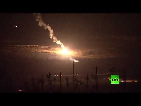 شاهد إسرائيل تُطلق قنابل على جنوب لبنان وتحرك قواتها على طول الحدود