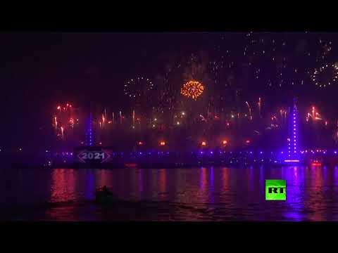 شاهدسكان القاهرة يستقبلون العام الجديد بالألعاب النارية