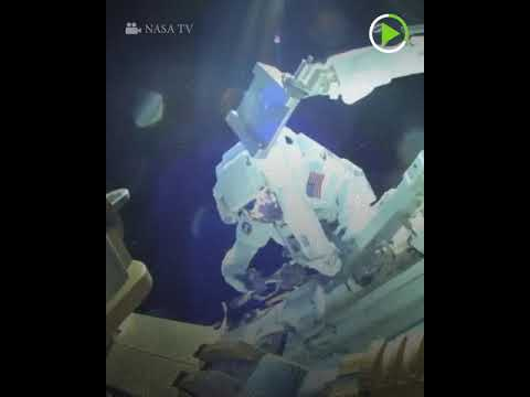شاهد رواد يسيرون في الفضاء المفتوح لمدة 7 ساعات